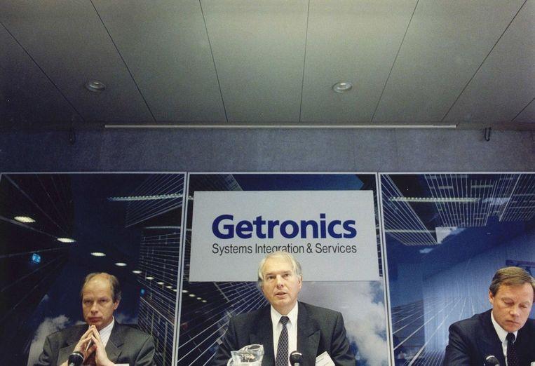 A.H.J. Risseeuw (m) maakt tijdens een persconferentie de jaarcijfers van Getronics over 1991 bekend Beeld anp