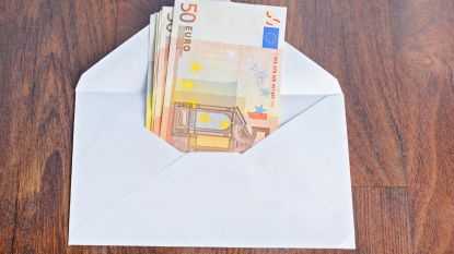 Wie is gulle gever? Plots enveloppen vol geld in Duitse brievenbussen
