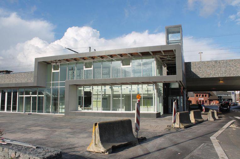 Het nieuwe stationsgebouw van Liedekerke is officieel geopend.