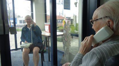Ook dit is corona: oude telefoontoestellen krijgen tweede leven in rusthuis Sint-Laureins