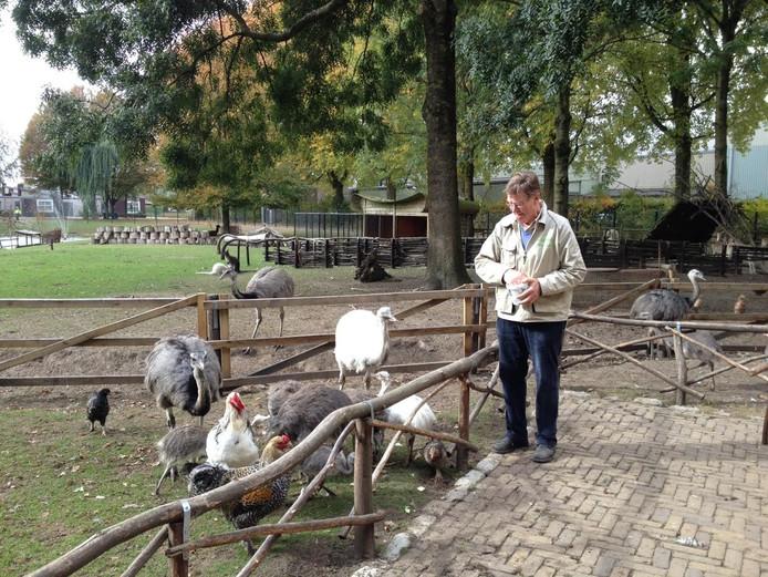 Beheerder Toon van Veghel van het dierenparkje De Beemd in Schijndel.