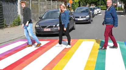 Eerste regenboogzebrapad in Wevelgem ligt in Moorsele