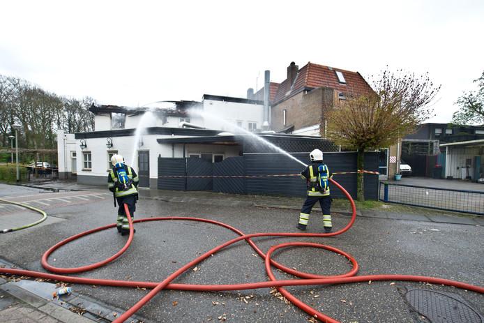 Restaurant De Put aan de Oude Kleefsebaan in Berg en Dal brandde in april af, de brandweer bluste de dag erna na.