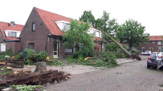 Stormschade na de tornado in Rheden.