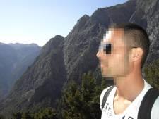 """""""White spirit in drankje en praline met rattenvergif"""": politieman (39) riskeert 12 jaar cel voor moordpoging op buurvrouw (85)"""