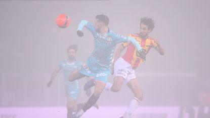 LIVE. Spelers gaan opnieuw naar binnen in Charleroi, zichtbaarheid blijft zeer beperkt door dichte mist