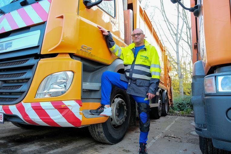 Vuilnisman Dirk Vanreydt werd in 2001 van het voetpad gemaaid. Vandaag is hij chauffeur bij Interza.
