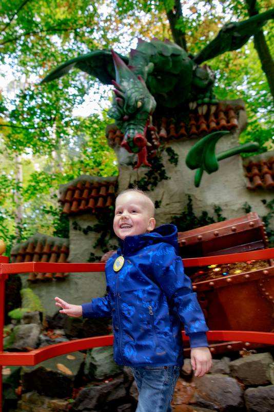 Zieke Luuk Veuger (4 jaar) vergeet even die verschrikkelijke ziekte en geniet met volle teugen in de Efteling.