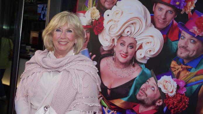 Willeke Alberti op de première van Cirque Stiletto 3 met in de hoofdrol theaterdiva Karin Bloemen.
