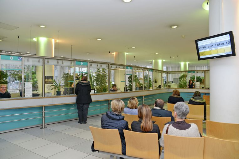 Van voornaam veranderen wordt sneller en eenvoudiger. Vanaf 1 augustus volstaat het om naar de ambtenaar van burgerlijke stand van je gemeente te stappen. Op de foto de dienst burgerzaken in Gent.
