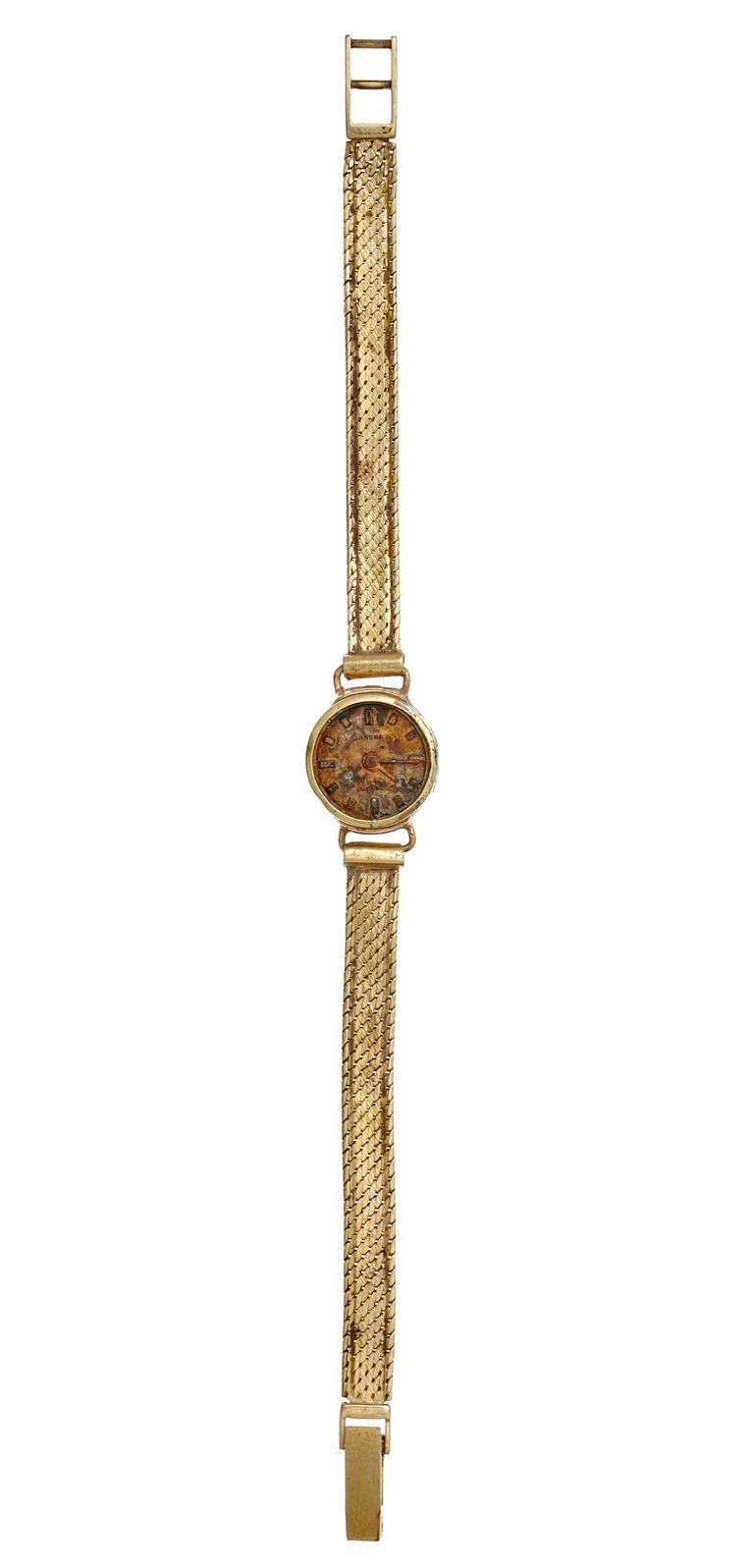 Gouden horloge, Vondstnummer: NZD1.00097MTL016. Het gouden damespolshorloge is van het merk Ancre, Zwitserland. Op de sluiting staan vier goudmerken. Het polshorloge komt uit de periode 1960-1990. Het is gevonden op het Damrak bij de Nieuwe Brug Beeld Spul