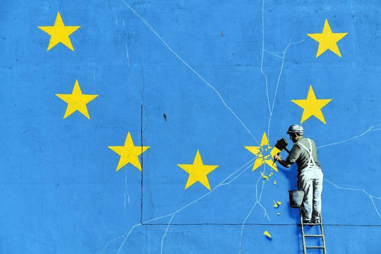 De Brexit inspireerde kunstenaar Banksy begin dit jaar tot een nieuwe muurschildering in Dover. Beeld EPA