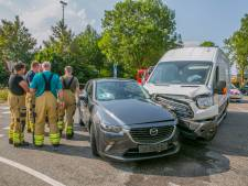Automobilist gewond bij botsing met pakketbezorger in Doesburg