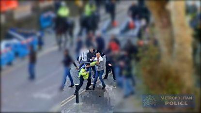 Schokkende beelden: Londense politie verspreidt video waarin Ajax-hooligans agenten aanvallen voor halve finale tegen Tottenham