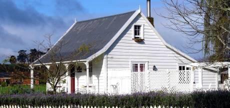 Groenlose wil maar niet vertrekken uit verkocht vakantiehuis: 'Ze heeft me opgelicht'