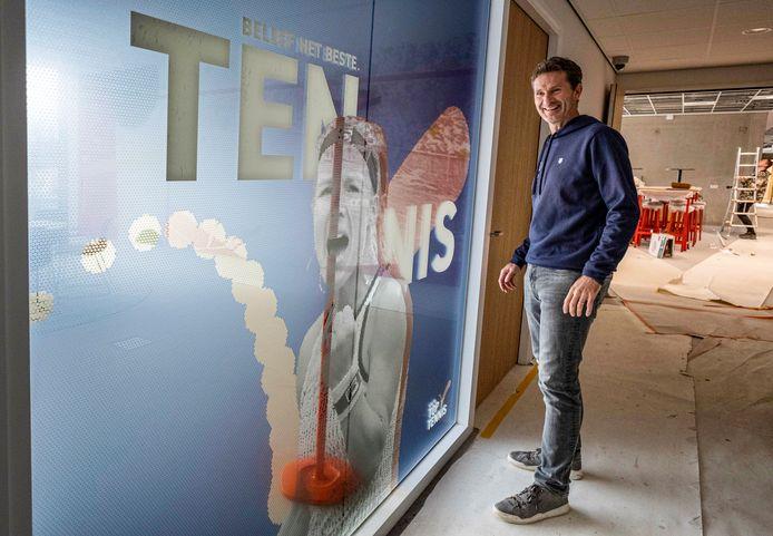 Jacco Eltingh in het Nationaal Tennis Centrum in Amstelveen. ,,Over een paar weken is alles klaar.''