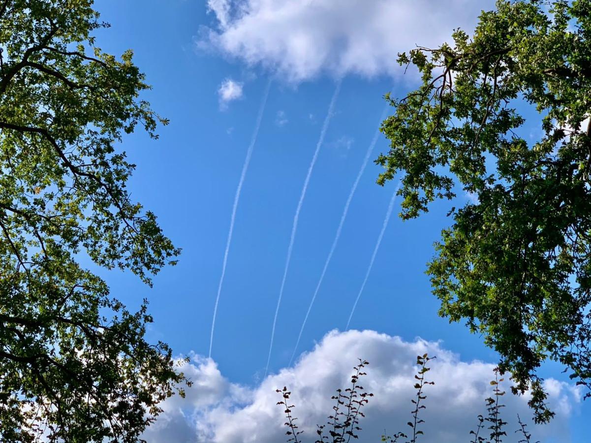 Witte strepen boven Twente: wat is dat?