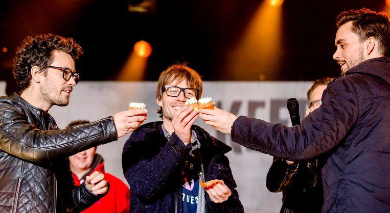 3FM djs Paul Rabbering (links), Domien Verschuuren en Giel Beelen bij het Glazen Huis. Beeld anp