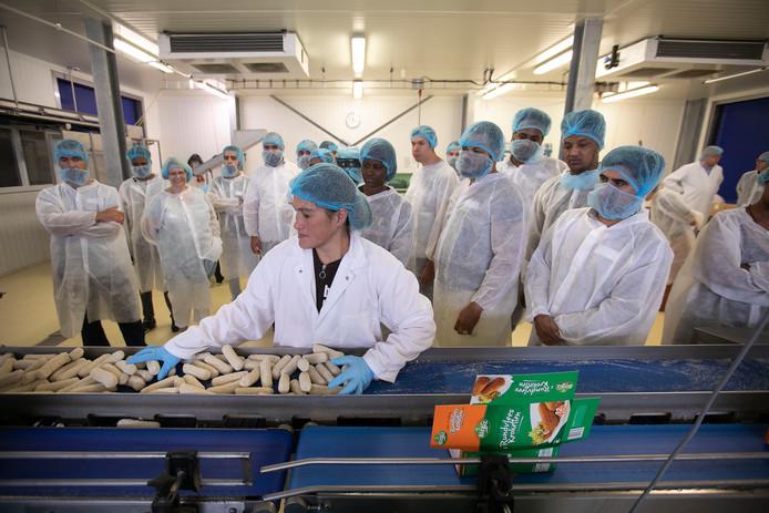 Een rondleiding voor werkzoekenden bij een bedrijf in de voedingsmiddelenindustrie, georganiseerd door Helmond ROC Ter Aa, Senzer en 'foodbedrijven' in de regio. (archieffoto)