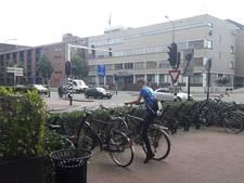 Fiets wordt in Helmond zelfs onder de neus van agenten weggehaald