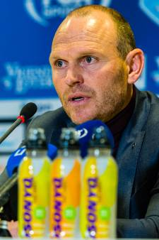 Interim Oosting koestert punt bij debuut voor Vitesse: 'Het moet nog veel beter natuurlijk'