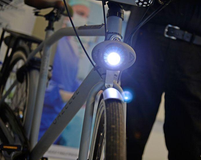 Met goede verlichting op de fiets is het verloop van de fietspaden in het buitengebied van Zaltbommel straks goed te volgen.