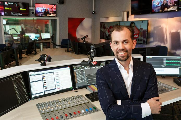 Jurre Bosman in de gloednieuwe studio van NPO Radio 2