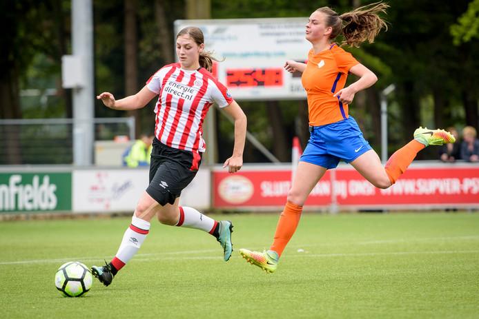Aniek Nouwen (PSV) in actie tijdens het duel met CTO Zuid.
