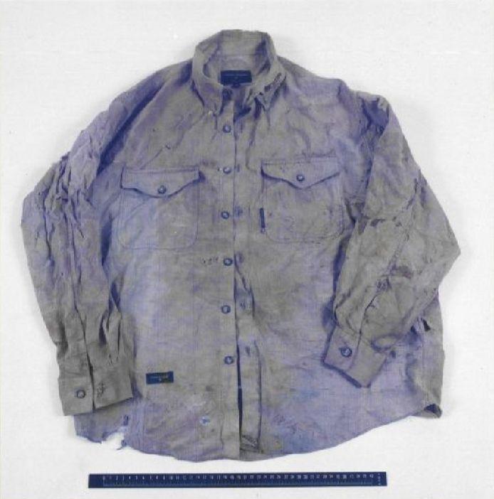 De blouse, vermoedelijk in Azië gekocht, die het slachtoffer droeg.