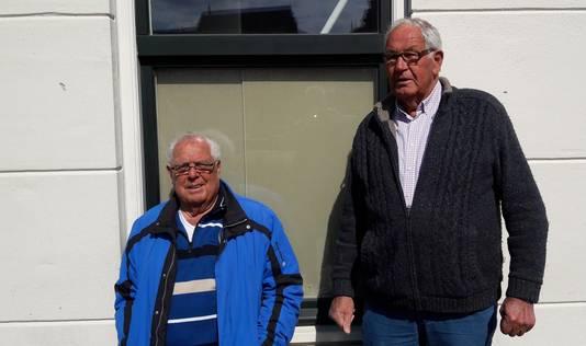 Hans van der helm en Gerard van der Lubbe rechts bij het sluisje van Leidschendam.