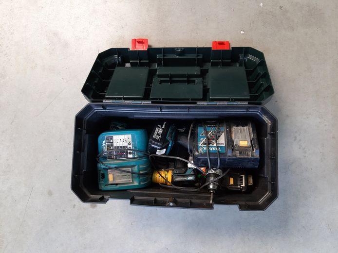 NIJLEN - Onder meer deze gereedschapskoffer werd aangetroffen tijdens de huiszoeking