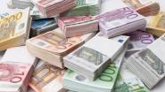 Duitser vergeet z'n enveloppe met 20.000 euro op autodak en rijdt weg