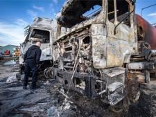 Zeven trucks sneuvelen na brand bij vrachtwagenbedrijf: 'Sta te trillen op mijn benen'