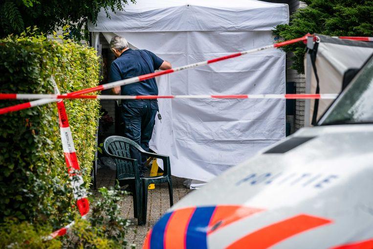 De politie doet onderzoek in de woning.  Beeld ANP