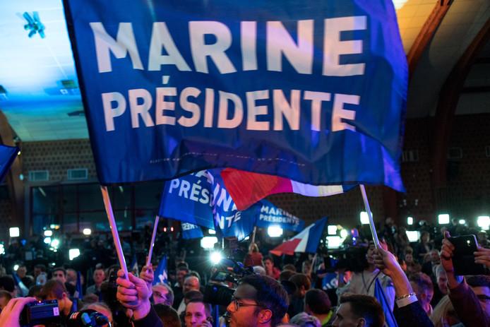 Aanhangers van Front National zondagavond in Henin-Beaumont.