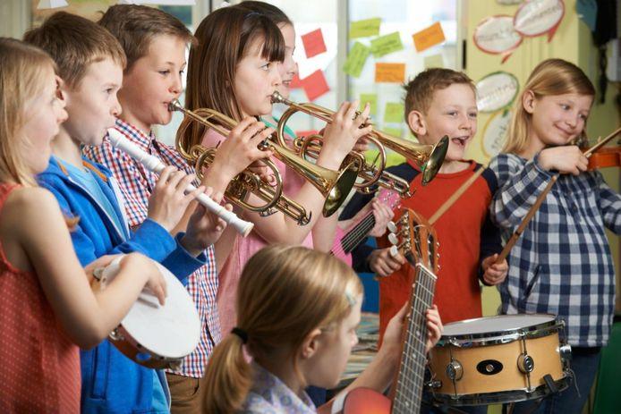 Kinderen die hun muzikale talenten willen ontwikkelen moeten daar de mogelijkheid voor krijgen. Als dat om financiële redenen niet mogelijk is, kunnen ouders van basisscholieren een beroep doen op het instrumentenfonds van de stichtng BoesCoolTuur.