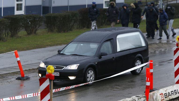 De lijkwagen met het lichaam van Omar Abdel Hamid El-Hussein