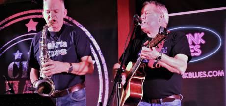 Bluesclub verhuist van oude gemeentehuis in Gramsbergen naar oude raadhuis in Dedemsvaart