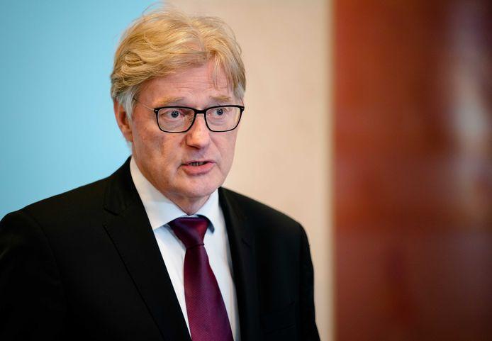 Minister Van Rijn voor Medische Zorg.