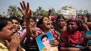 Duizenden textielarbeiders herdenken omgekomen collega's in Bangladesh