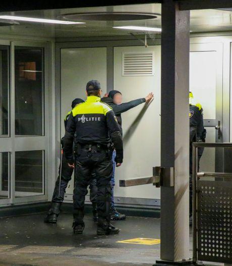 LIVE   Noodbevel voor Feijenoord, politie massaal op de been en jongeren bekogelen automobilisten