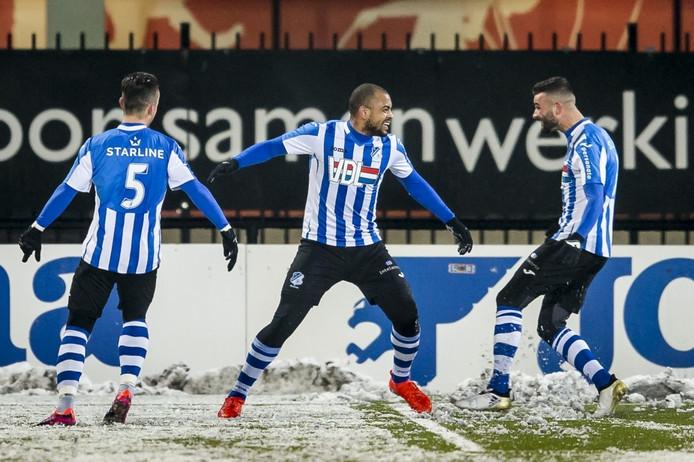Vreugde na treffer met (vlnr) Eindhoven spelers Maxime Gunst, Rafael Uiterloo en Rai Vloet.