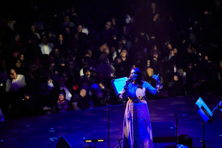 De Marokkaanse zangeres Asma Lmnawar was de hoofdact van de avond. Beeld Milagro Elstak