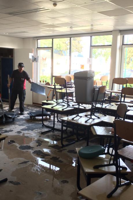 VIDEO: Wateroverlast bij kindcentrum De Kubiek in Nistelrode door gesprongen leiding