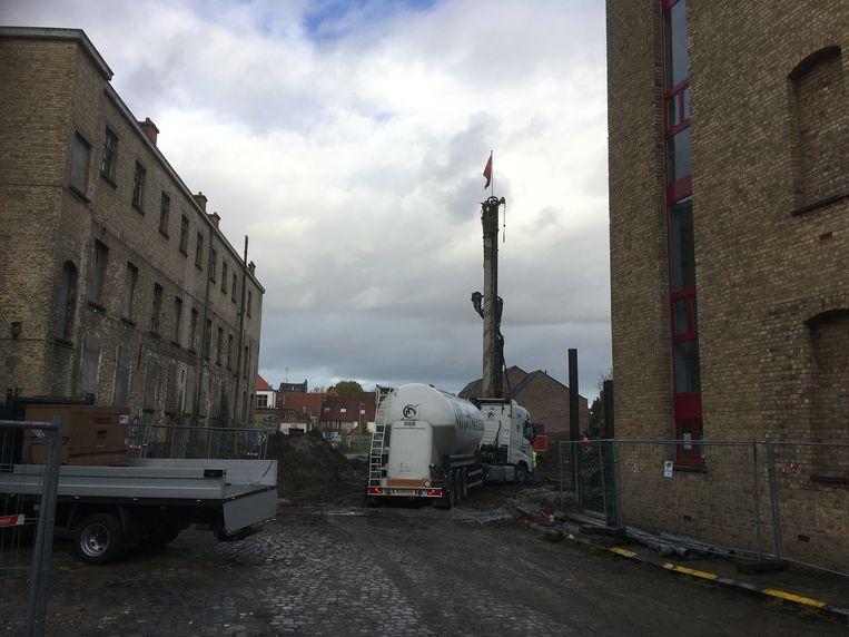 De werken in de Hugo Losschaertstraat zijn volop bezig.