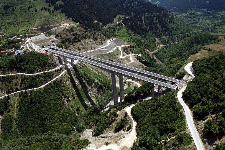 Een viaduct voor de Egnatia-snelweg in Noord-Griekenland. Beeld .