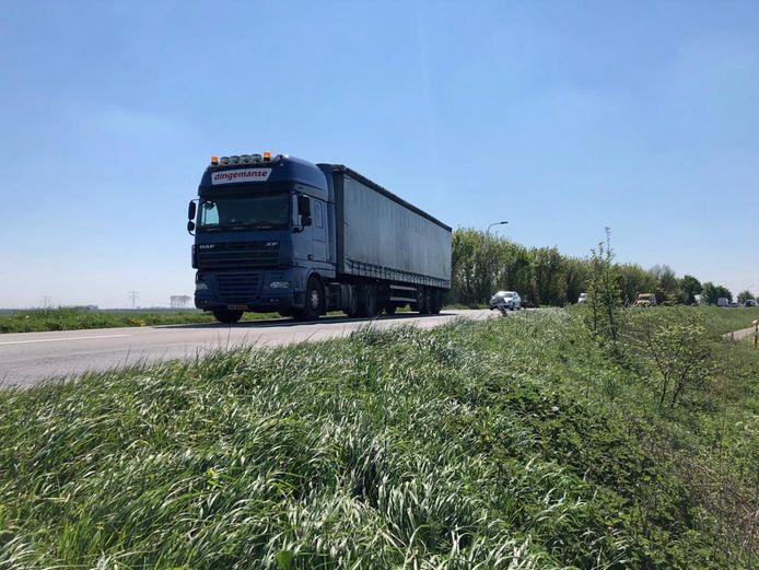 Dagelijks rijden zo'n 10.000 voertuigen over de Zanddijk bij Yerseke, daarvan is ongeveer 15 procent vrachtverkeer. Dat aantal neemt naar verwachting alleen maar toe.