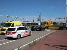 Auto rijdt tegen paal bij Goes: twee gewonden
