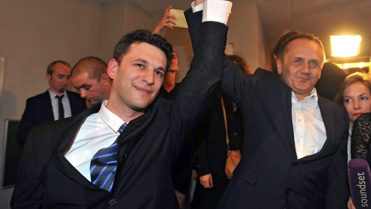 Bozo Petrov (l) viert de goede uitslag van zijn partij Most bij de Kroatische verkiezingen in november Beeld epa