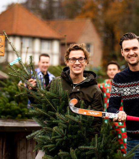 Kerstboom zorgt voor geld in Hengelo clubkas